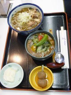 肉そば+夏野菜カレー.JPG