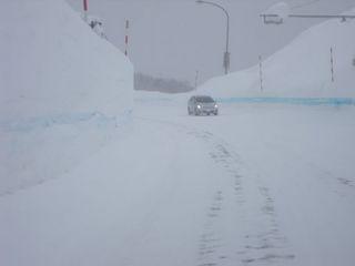 雪の壁 001.jpg